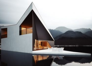 Omheining en het moderne huis stock afbeelding afbeelding