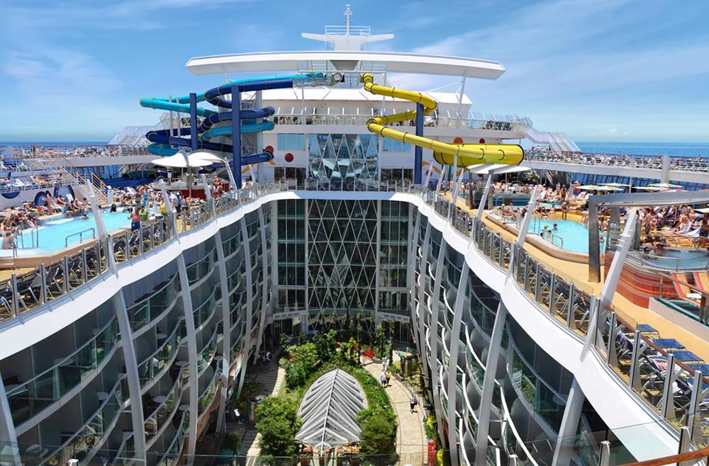 Het grootste cruiseschip ter wereld is n groot pretpark for Timon de groot