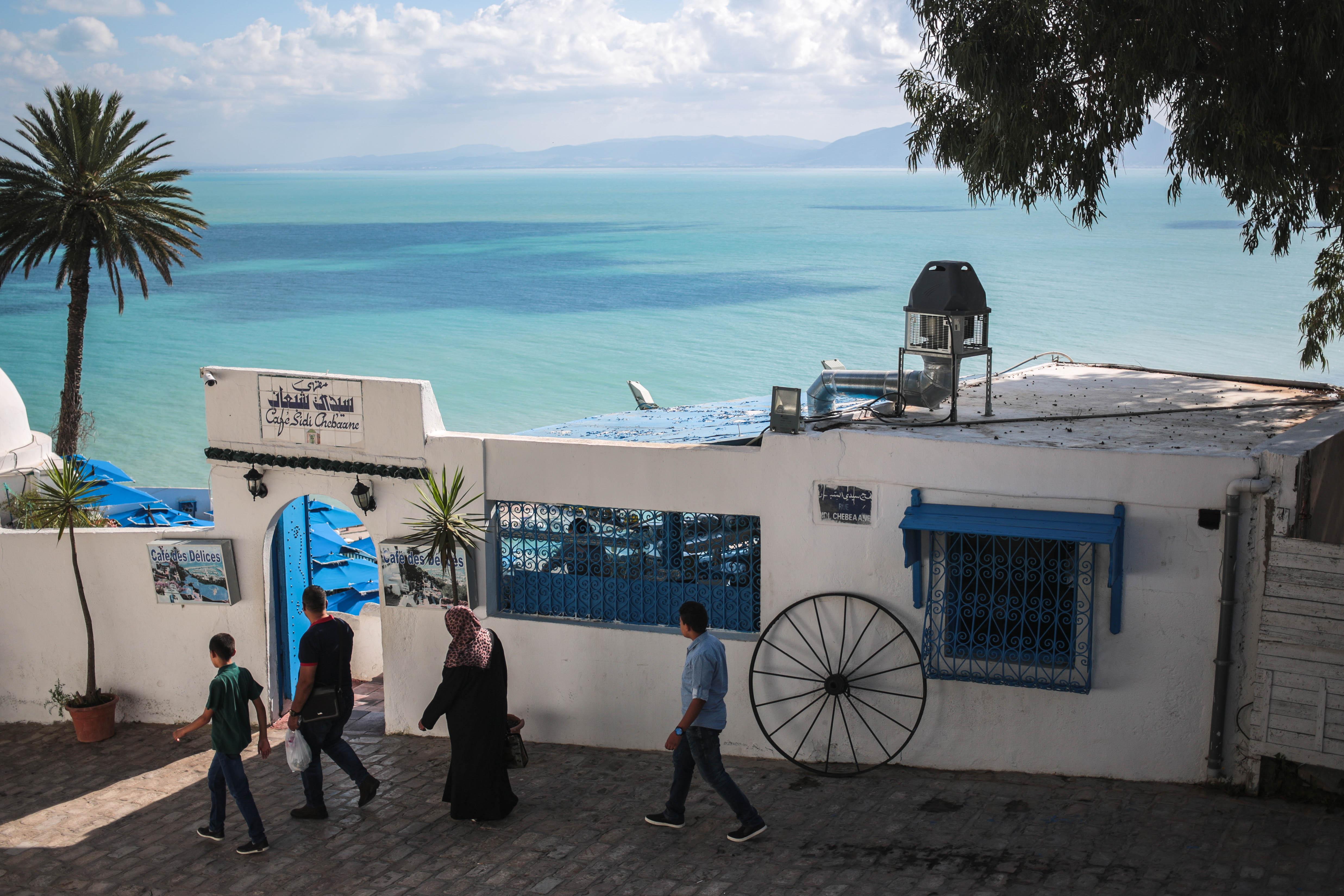 Tunesië-Het is er tegenwoordig wat minder veilig, maar het land blijft verbluffend mooi. Aan de kust zijn er heerlijke stranden en in het binnenland vind je er sprookjesachtige woestijnen. (AP Photo/Mosa'ab Elshamy)