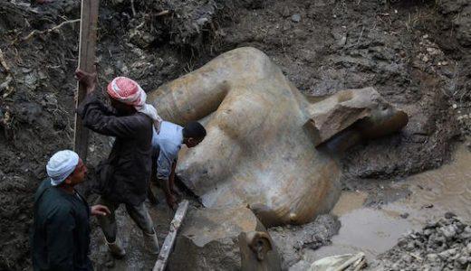 Farao Ramses statue