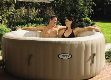 FHM-Aldi hot tub