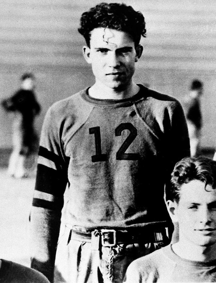 Richard Nixon als speler van het Whittier Collega voetbalteam in 1930