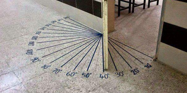 De deur van een wiskundelokaal