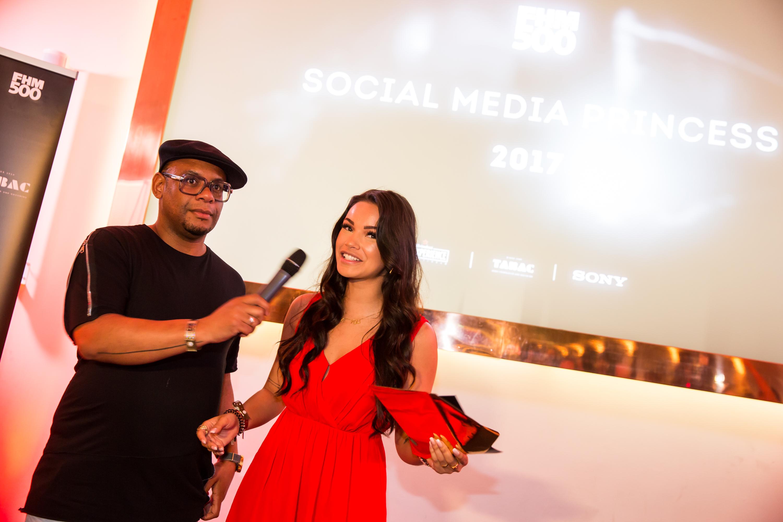 Aan Monica Geuze de eer om de Mooiste Social Prinses Award uit te reiken