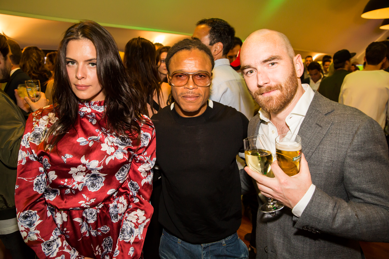The Pitbull kwam ook gezellig langs, rechts fotograaf Tim Janssen