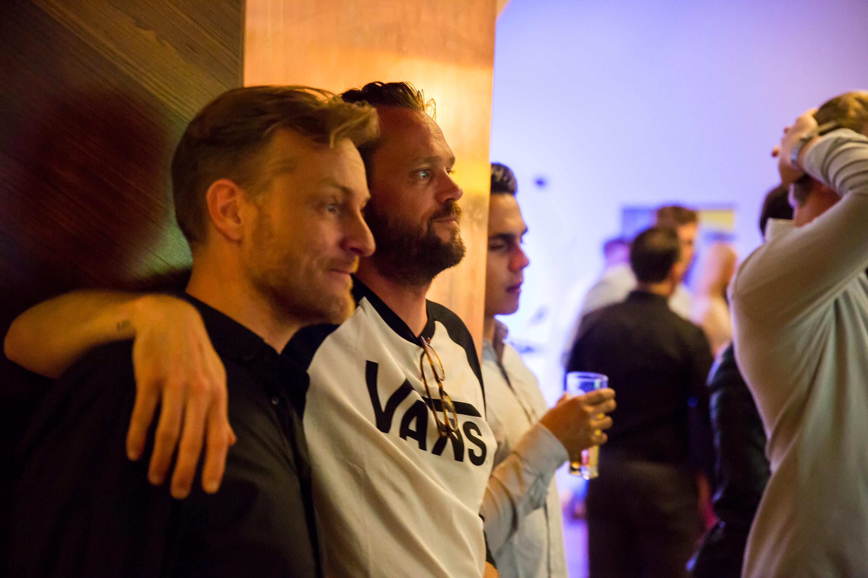 Art director Tim van Amerongen (r)