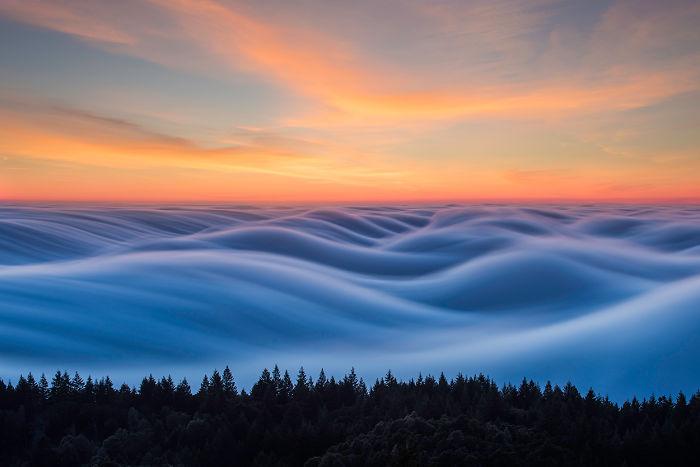 Wolken lijken op de zee.