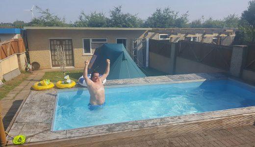 FHM-Dronken Zwembad