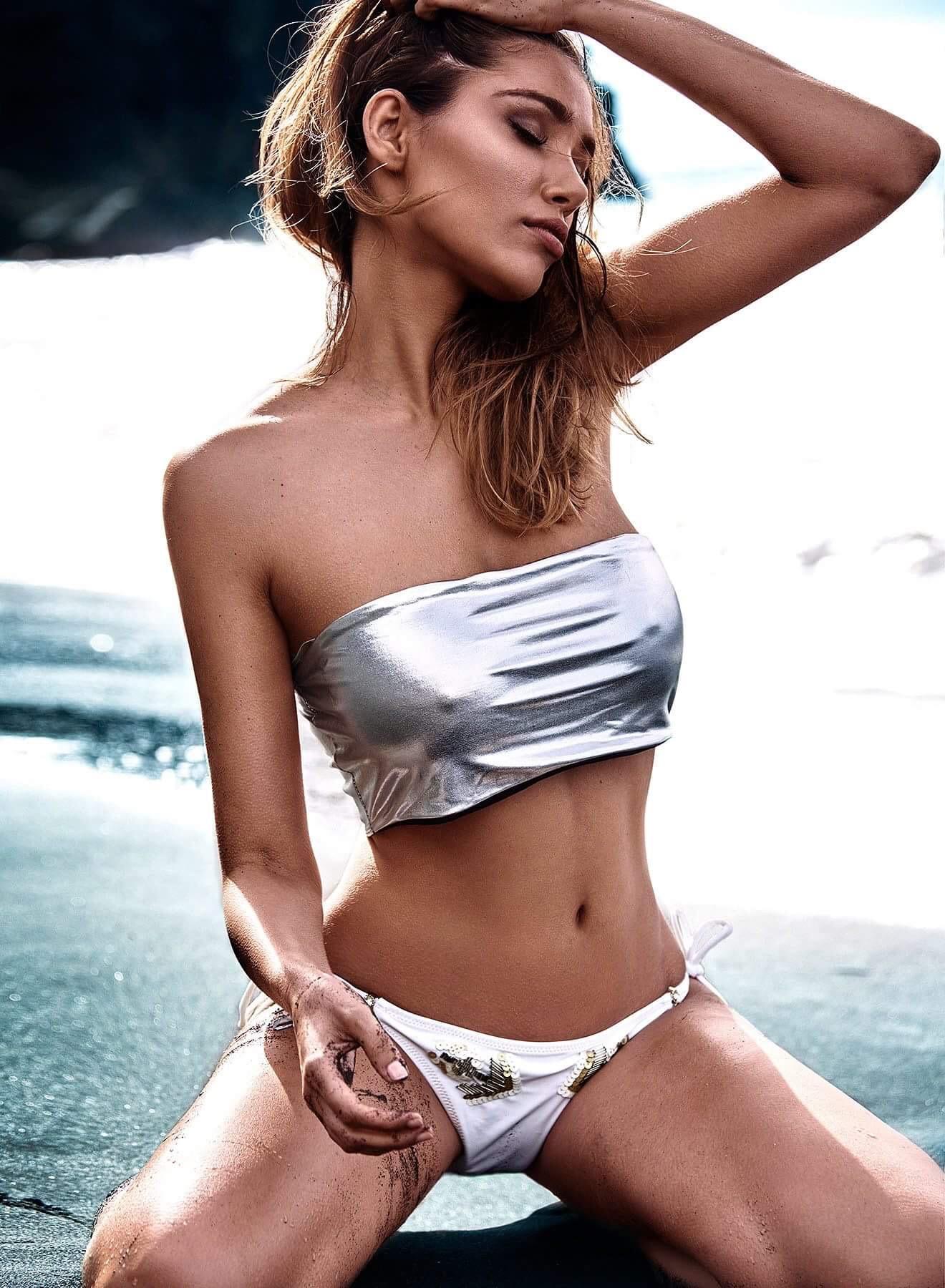 Daniela Degraux Nude Photos 79