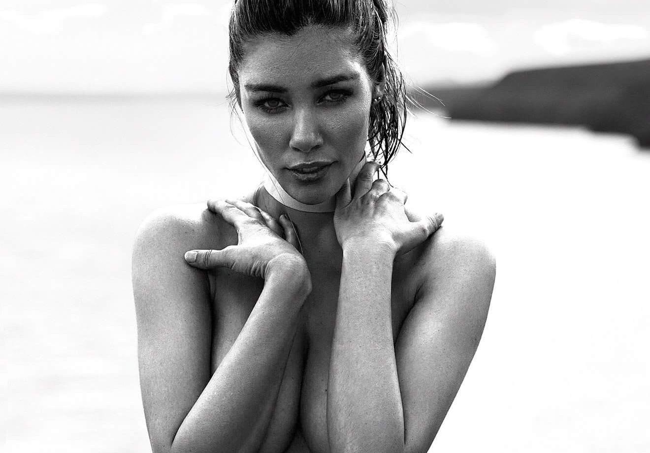 Daniela Degraux Nude Photos 33