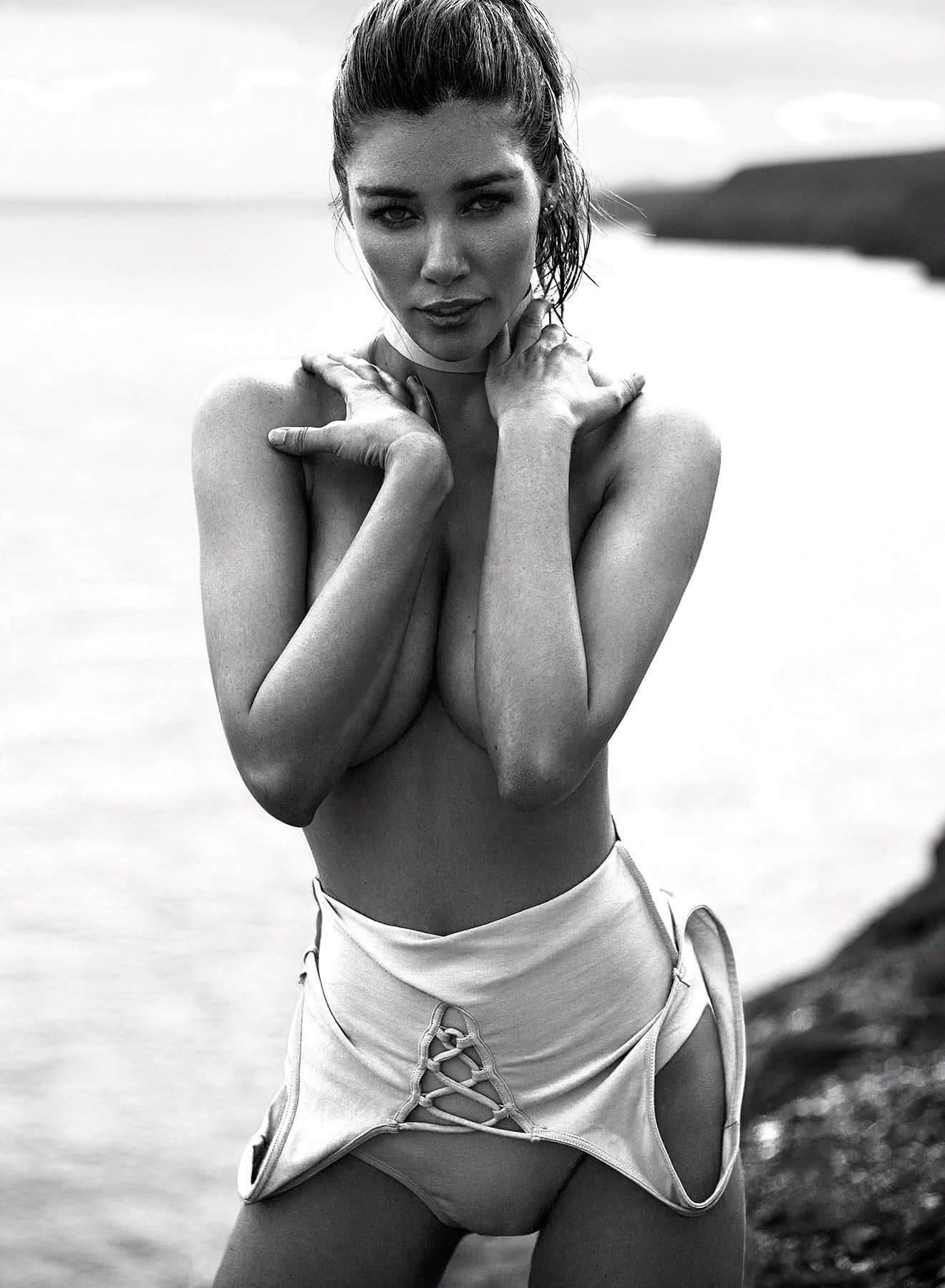 Daniela Degraux Nude Photos 9