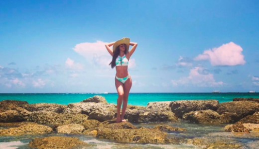 Yanet Garcia op het strand
