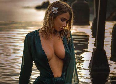 Sara Underwood in bikini