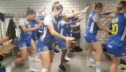 Zweedse handbaldames dansje