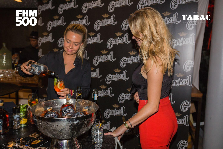 Nummer 10 en Dumpert-ster Sylvana IJsselmuiden gaat vor een cocktail van Caramol.
