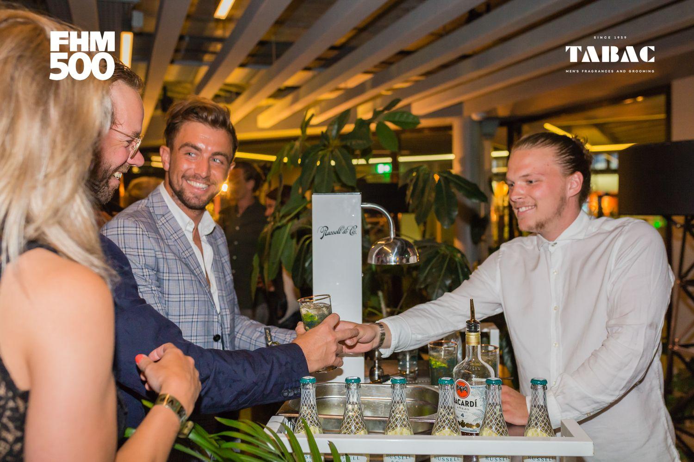 Russell & co had ook een paar cocktails, waar Réne van RUMAG en Gérard van FHM erg blij mee waren.