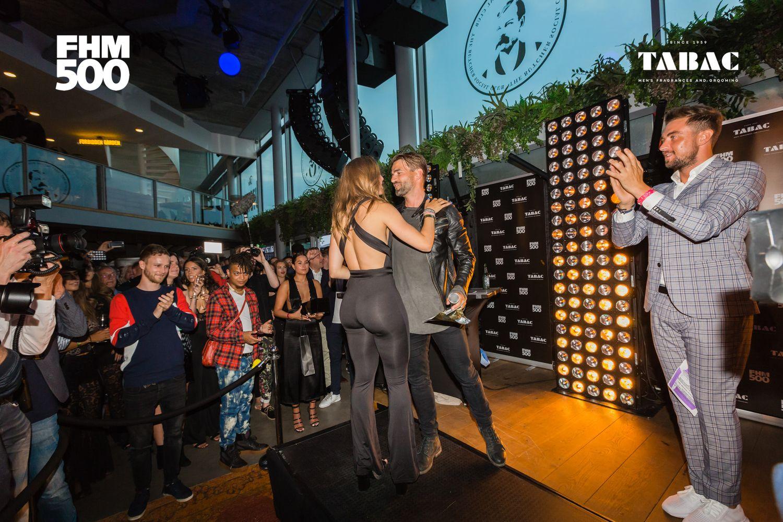 Suzanne Schulting scoorde gelijk ook maar de award voor mooiste bilpartij van Nederland.