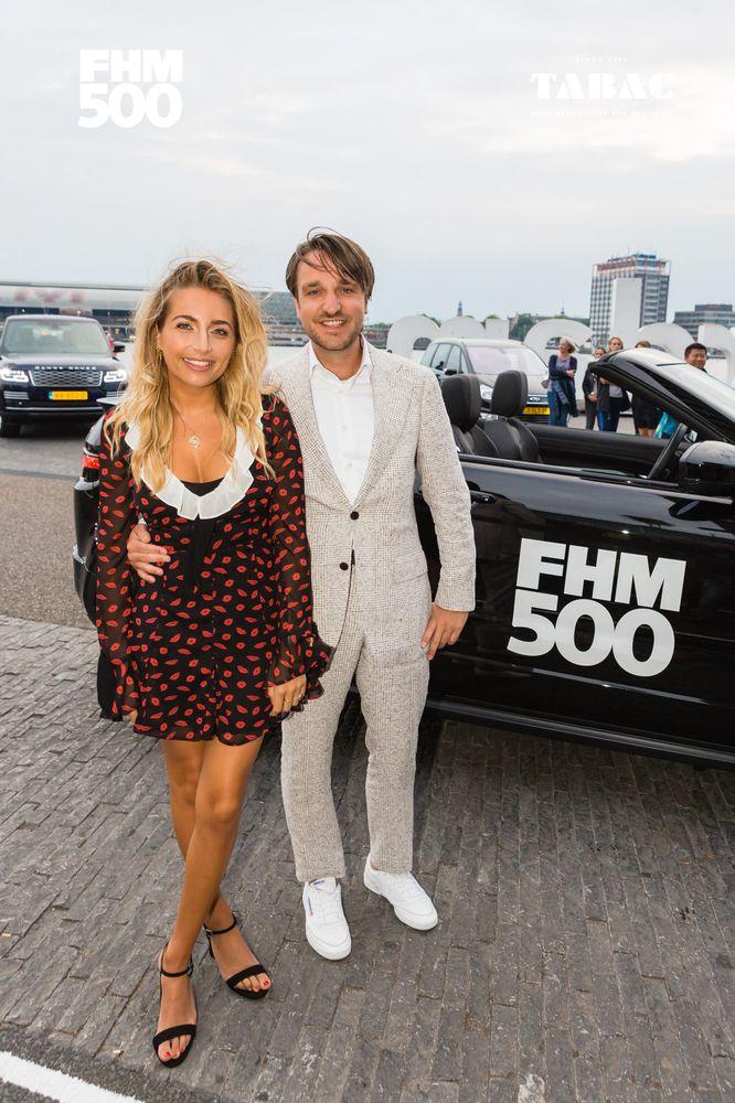 FHM500 nummer 1 Shelly Sterk met FHM's hoofdredacteur Chris Riemens.