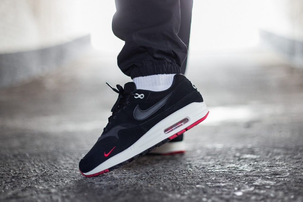 NIKE AIR MAX 1 PREMIUM BLACK OIL GREY UNIVERSITY RED SAIL