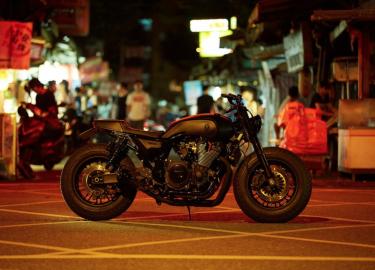 Custom motor Yamaha XJR 1300 Rough Crafts
