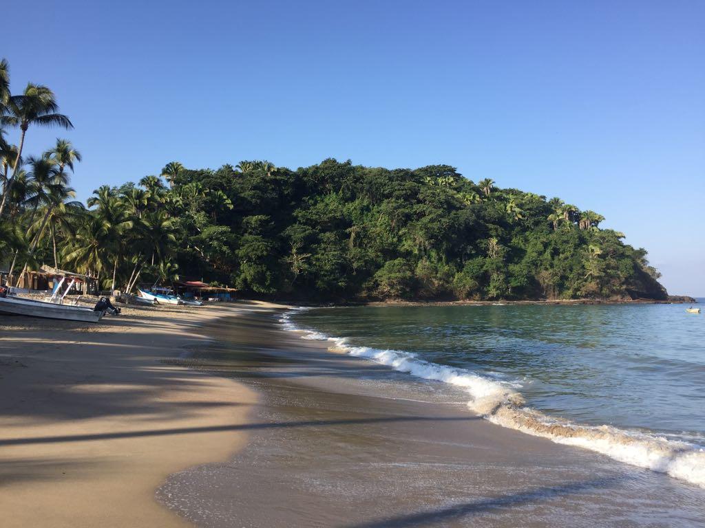 Even bijkomen aan het strand, vlak bij Puerto Vallarta in Mexico.