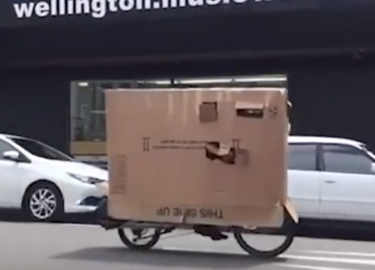 man doos fietser