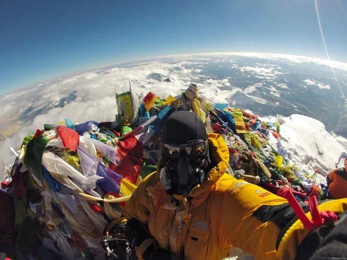 flat earth society selfie mount everest