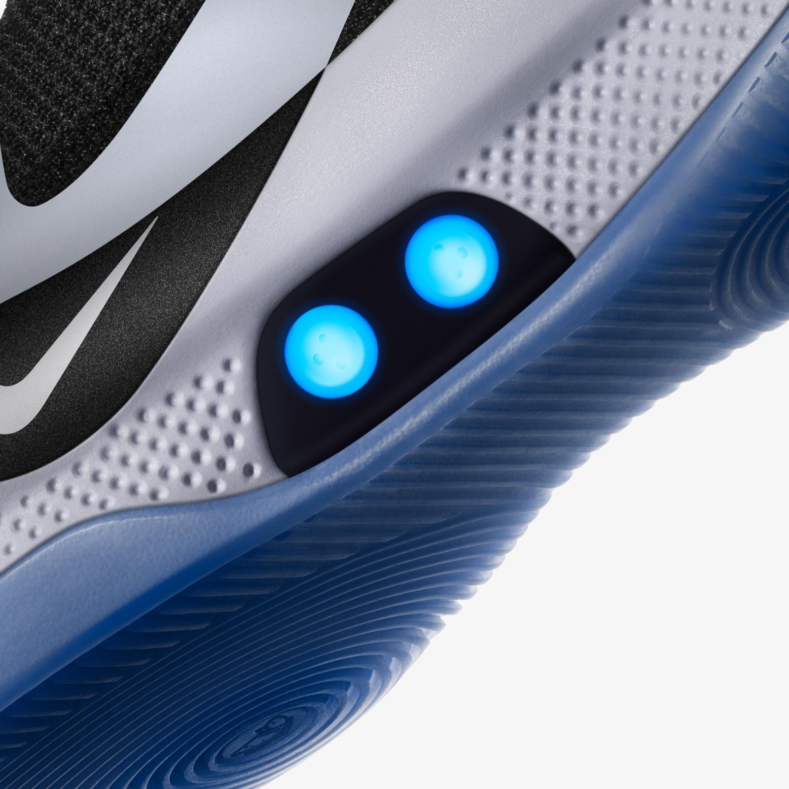 Nike komt met nieuwe zelfstrikkende Nike BB sneakers FHM