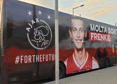 Ajax feliciteert Frenkie de Jong