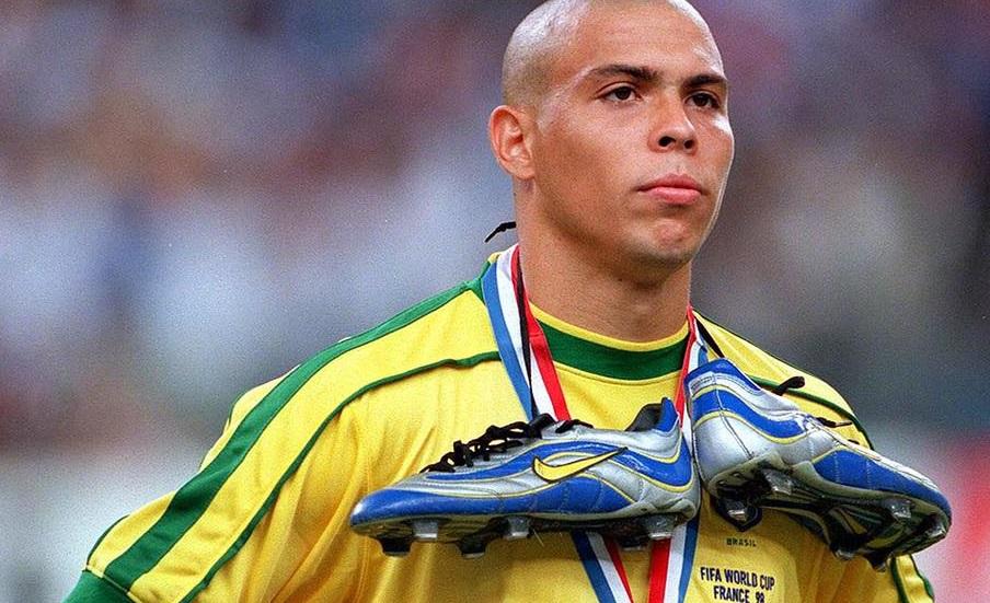 De echte Ronaldo' zou in verhouding de duurste speler ooit zijn - FHM