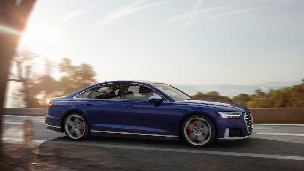 Audi S8 zijkant
