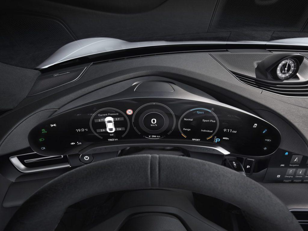 FHM- Porsche Taycan Interieur