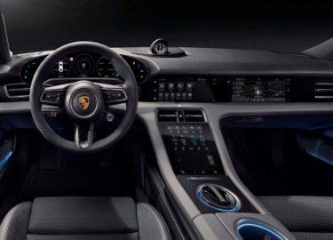 FHM-Porsche Taycan interieur