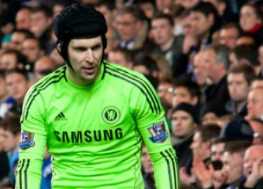 Petr Cech Haalt Zijn Keepershandschoenen Weer Uit De Kast
